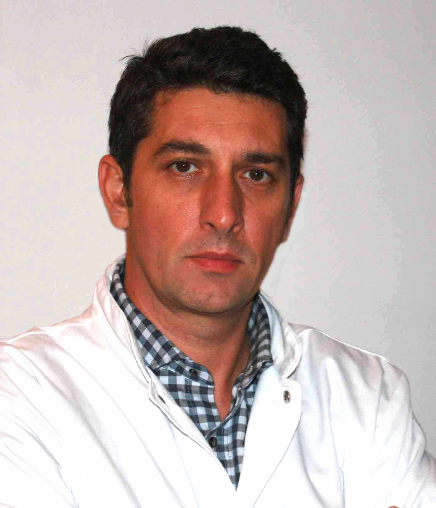 Dr. Gabriel Lazar